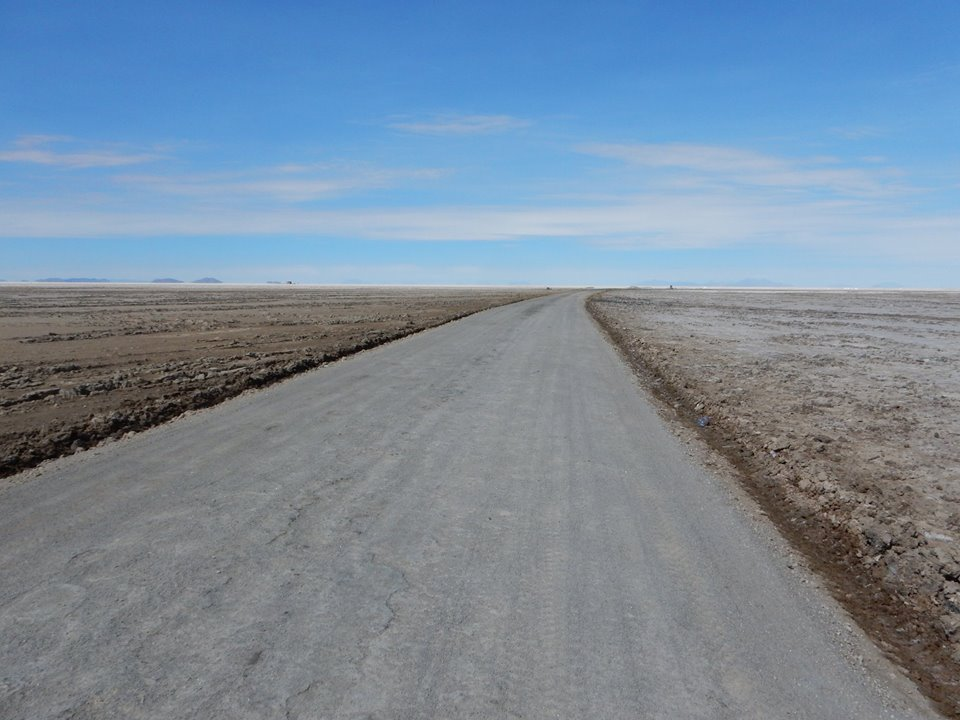 The road from Uyuni to the Salt